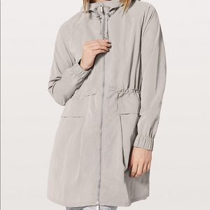 Lululemon pack and glyde rain/wind jacket
